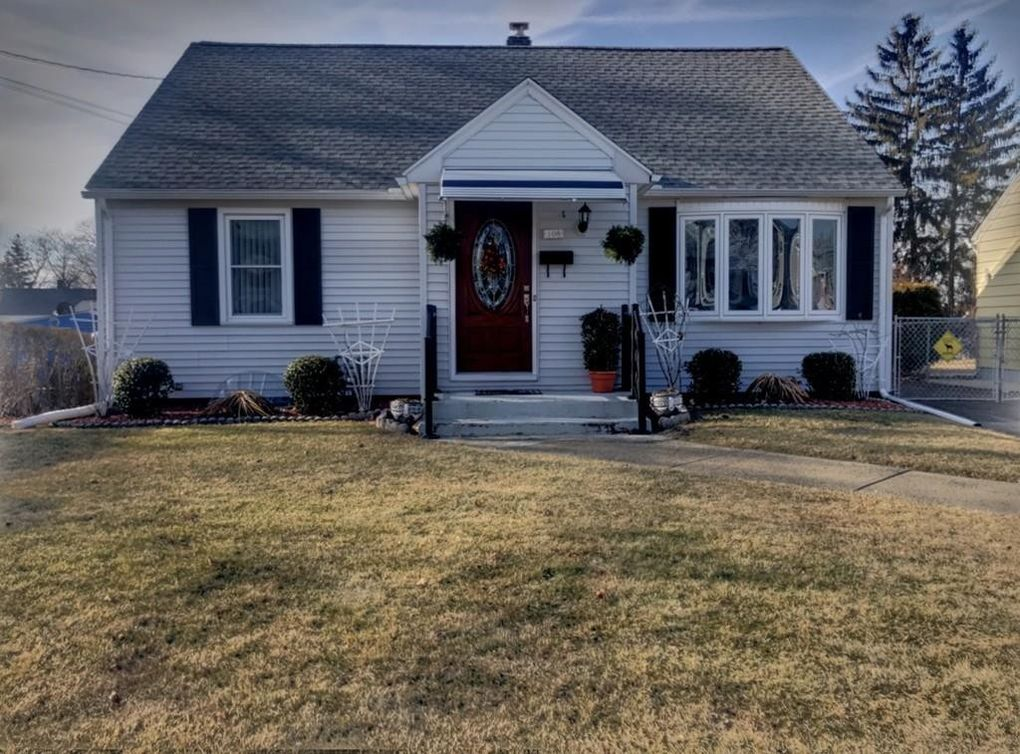 108 Lyons St, Springfield, MA 01151