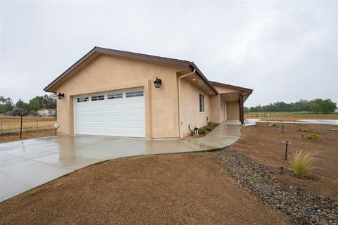 Photo of 29588 Valley Center Rd, Valley Center, CA 92082