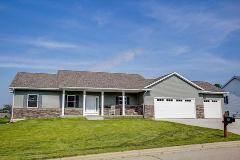 Photo of 220 Clover Ln, Janesville, WI 53548