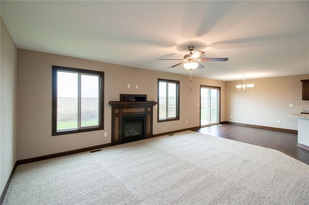 912 Sw Timberview Dr, Grimes, IA 50111