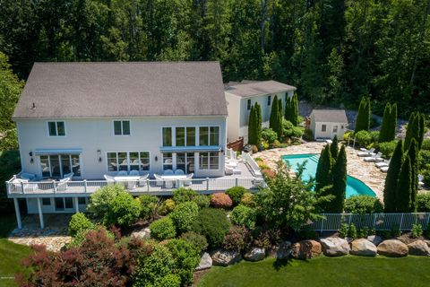 Photo of 11 Londonderry Dr, Great Barrington, MA 01230