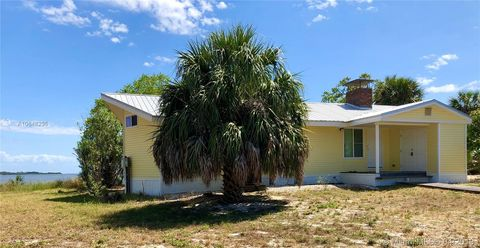 Strange Waterfront Homes For Sale In Cedar Key Fl Realtor Com Home Interior And Landscaping Spoatsignezvosmurscom