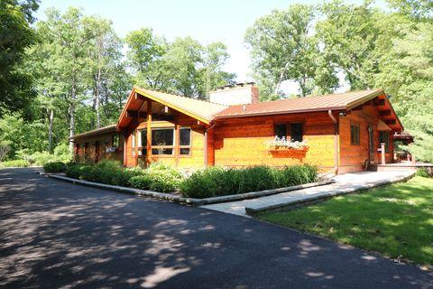 Photo of 16308 Hickory Cir, Sycamore, IL 60178
