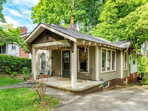 Photo of 17 Oteen Park Pl, Asheville, NC 28805