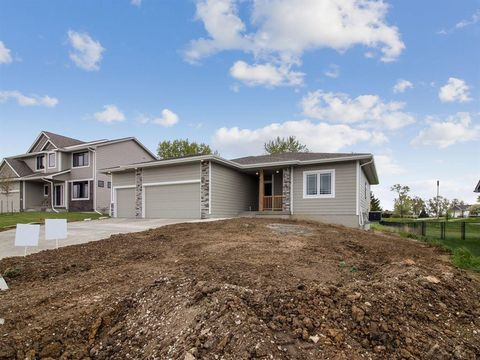 Photo of 724 Timberview Dr, Adel, IA 50003