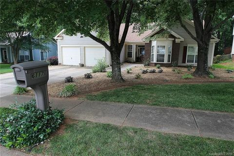 Photo of 6117 Carriage Oaks Dr, Charlotte, NC 28262