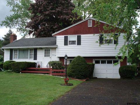28 Homestead Dr, Newtonville, NY 12110