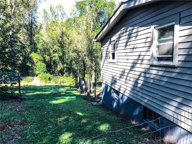 3274 N Maple Ln, Connelly Springs, NC 28612