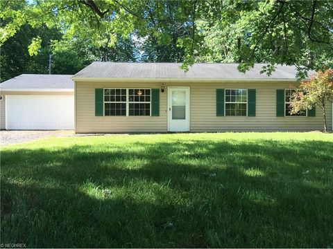 6720 Erie Dr, Madison, OH 44057