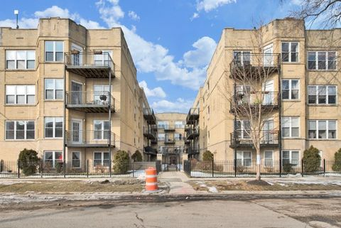 Photo of 4012 N Albany Ave Apt 1 A, Chicago, IL 60618
