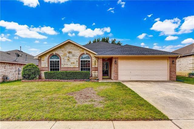 1073 Hillwood Dr, Saginaw, TX 76179