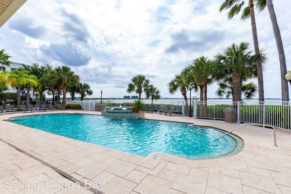 5310 Bay Club Cir, Tampa, FL 33607