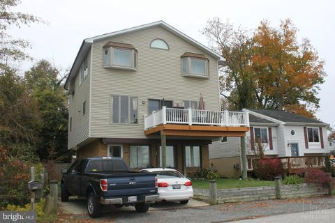 Photo of 2005 Shore Dr, Edgewater, MD 21037
