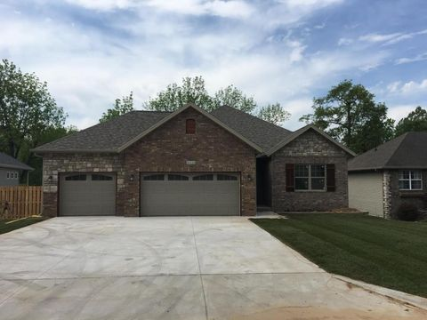 4428 W Forest Ridge Rd, Battlefield, MO 65619
