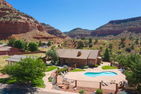 Photo of 446 E Los Barancos Ln, Kanab, UT 84741
