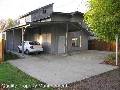 Photo of 107 N Shasta Ave, Eagle Point, OR 97524