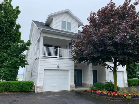 Photo of 11170 E Bayshore Rd Unit A, Marblehead, OH 43440