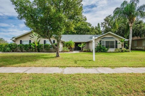 Photo of 77 Wood Hall Dr, Mulberry, FL 33860
