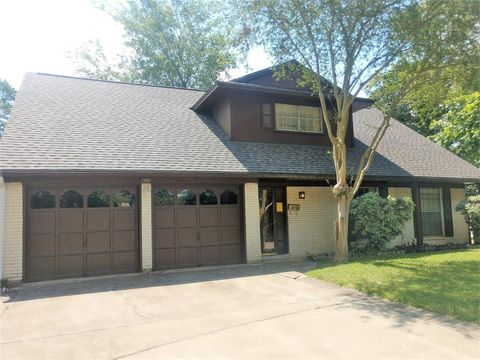 Photo of 1902 Shadow Bend Dr, Houston, TX 77043