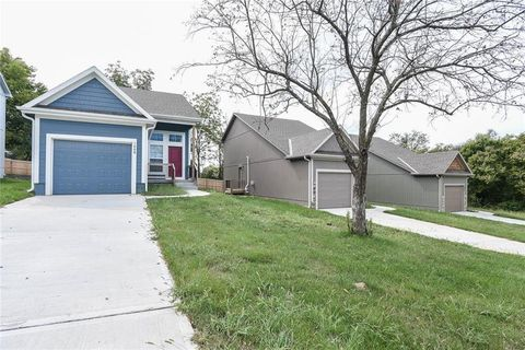 Photo of 1008 Willow St, Pleasant Hill, MO 64080