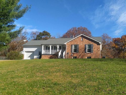 174 Givens St, Peterstown, WV 24963