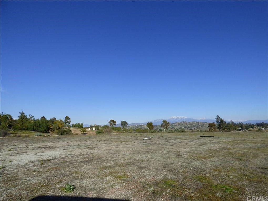23881 Sky Mesa Rd Juniper Flats, CA 92548