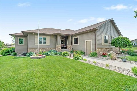 Photo of 2001 S Abbeystone Ct, Sioux Falls, SD 57110