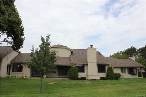 1765 Golf Ridge Dr, Bloomfield Hills, MI 48302