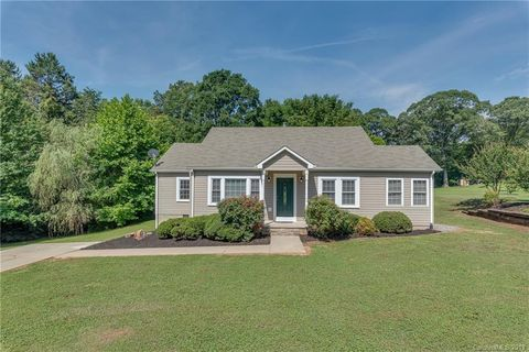 Photo of 213 Westhaven St, Forest City, NC 28043