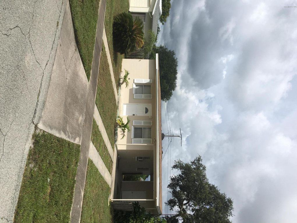 1042 Cable Ln NE Palm Bay, FL 32905