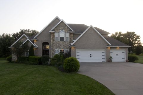 Photo of 1627 Devin Dr, Carthage, MO 64836