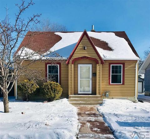 Photo of 1808 S Center Ave, Sioux Falls, SD 57105