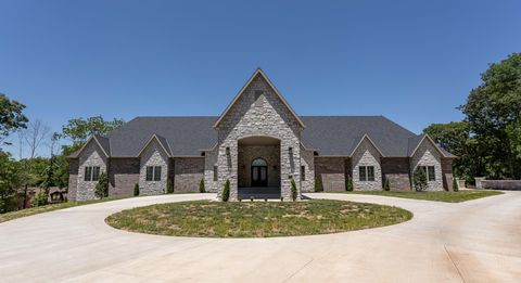 Photo of 3219 E Sommerset Rd, Springfield, MO 65804