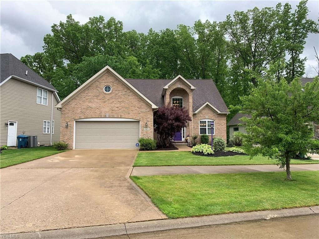 33875 Crown Colony Dr, Avon, OH 44011