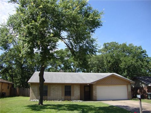 Photo of 2814 Forestwood Dr, Bryan, TX 77801