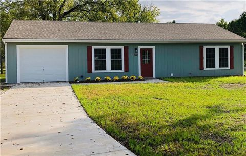 Photo of 506 Broadway St, East Lynne, MO 64743