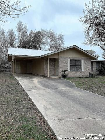 135 Barry St, Uvalde, TX 78801