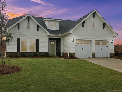 Photo of 1013 Overlake Dr, Belmont, NC 28012