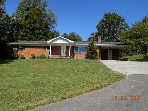 Photo of 1549 N Charles G Seivers Blvd, Clinton, TN 37716