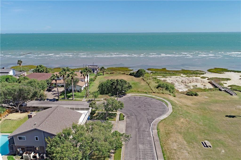 Water front featured at 101 Shorecliff Dr, Portland, TX 78374