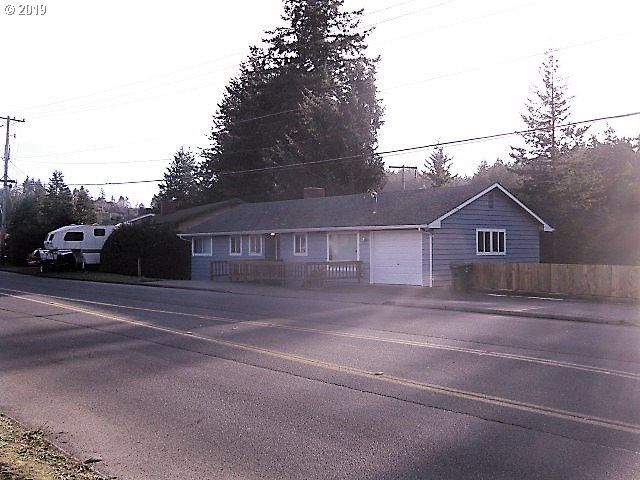 1695 Woodland Dr Coos Bay, OR 97420