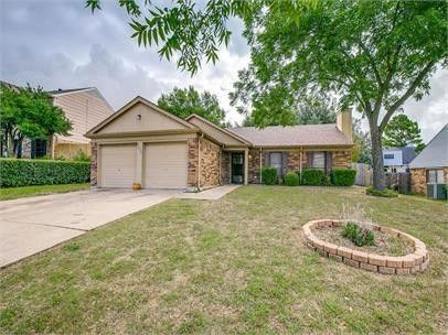 Photo of 4605 Southlook Dr, Grand Prairie, TX 75052