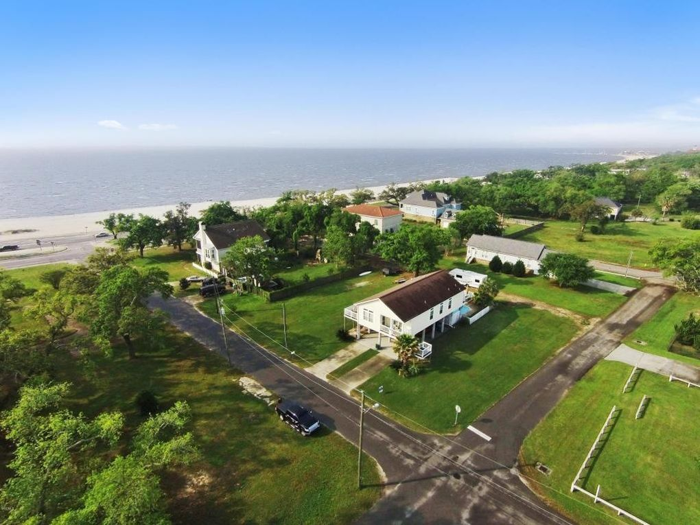 517 Lewis Ave, Gulfport, MS 39501