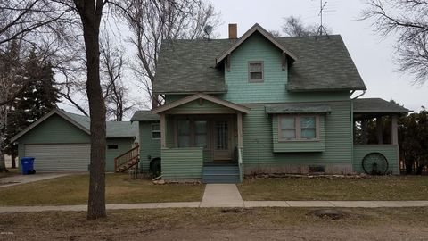 Photo of 910 1st Ave N, Lake Norden, SD 57248