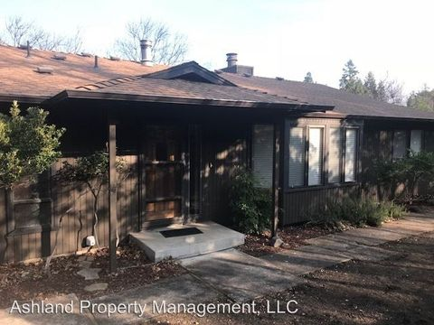 Photo of 460 Schofield St, Ashland, OR 97520