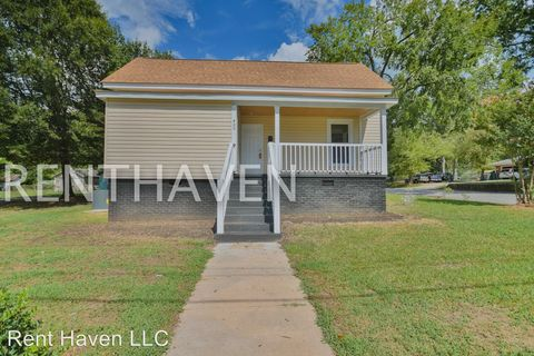 Photo of 400 N Sloan St, Clinton, SC 29325