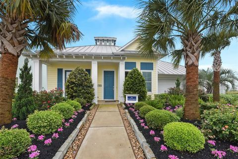 Enjoyable Waterfront Homes For Sale In Texas City Tx Realtor Com Home Interior And Landscaping Ymoonbapapsignezvosmurscom