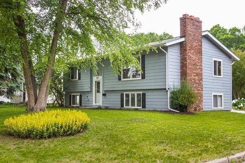 Photo of 1245 Lincoln Ave, Saint Paul, MN 55105