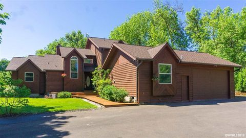 Photo of 2910 Chapel Dr, Corvallis, OR 97333