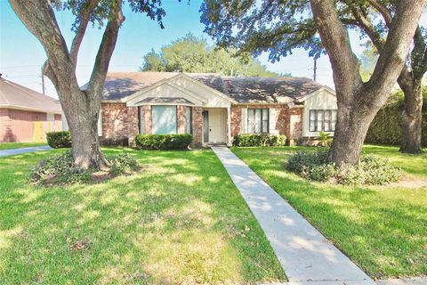 Photo of 15138 Corona Del Mar Dr, Houston, TX 77083